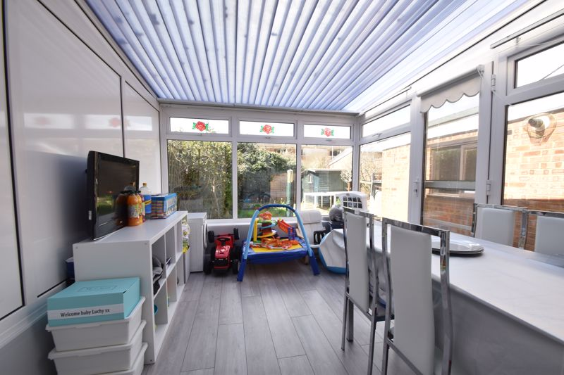 2 bedroom Semi-Detached  to buy in Foston Close, Luton - Photo 7