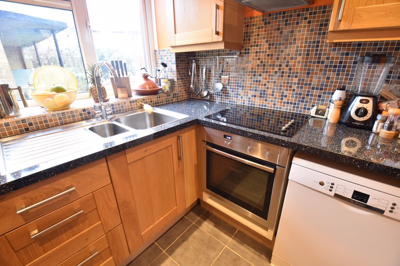 2 bedroom  to buy in Friars Close, Luton - Photo 6