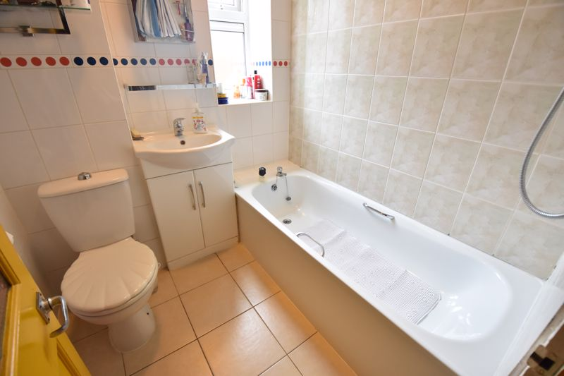 2 bedroom  to buy in Friars Close, Luton - Photo 7