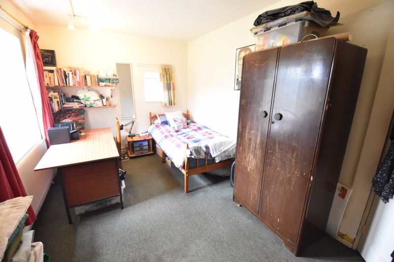 2 bedroom  to buy in Friars Close, Luton - Photo 9