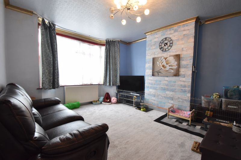 2 bedroom Mid Terrace to buy in St. Augustine Avenue, Luton - Photo 1