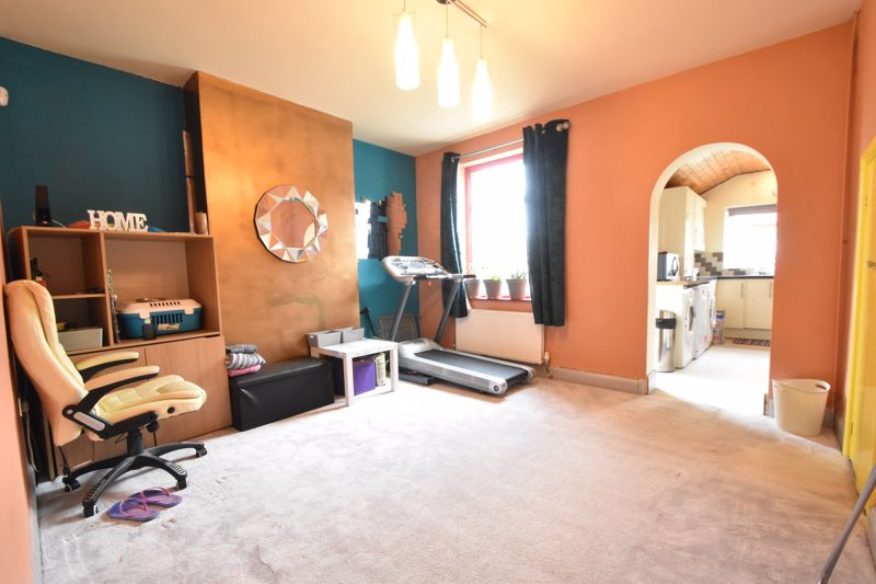 2 bedroom Mid Terrace to buy in St. Augustine Avenue, Luton - Photo 2