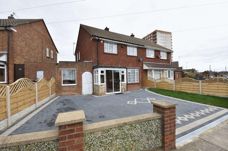 3 bedroom Semi-Detached  to rent in Acworth Crescent, Luton