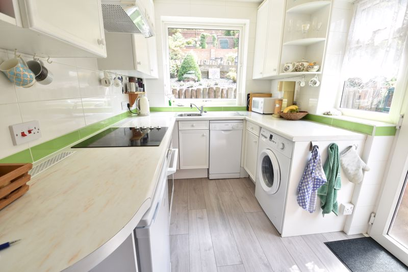 3 bedroom Semi-Detached  to buy in Wardown Crescent, Luton - Photo 9