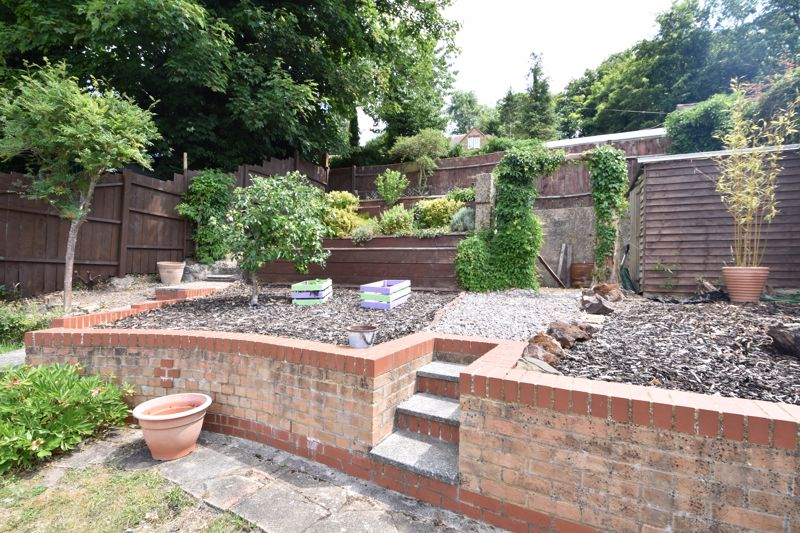 3 bedroom Semi-Detached  to buy in Wardown Crescent, Luton - Photo 12