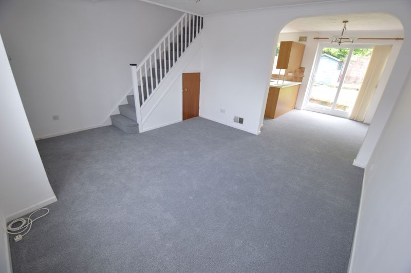 3 bedroom Semi-Detached  to buy in Pomeroy Grove, Luton - Photo 3