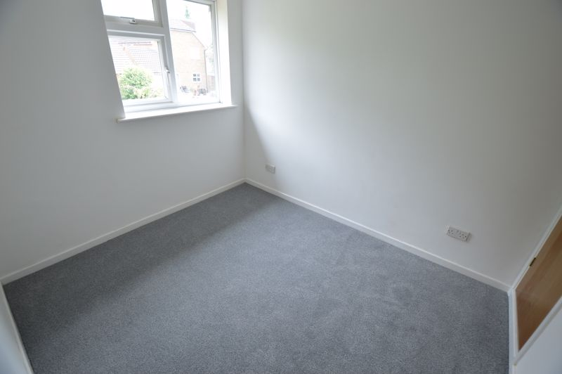 3 bedroom Semi-Detached  to buy in Pomeroy Grove, Luton - Photo 9