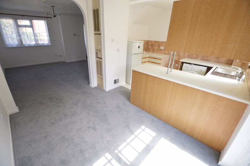 3 bedroom Semi-Detached  to buy in Pomeroy Grove, Luton - Photo 18