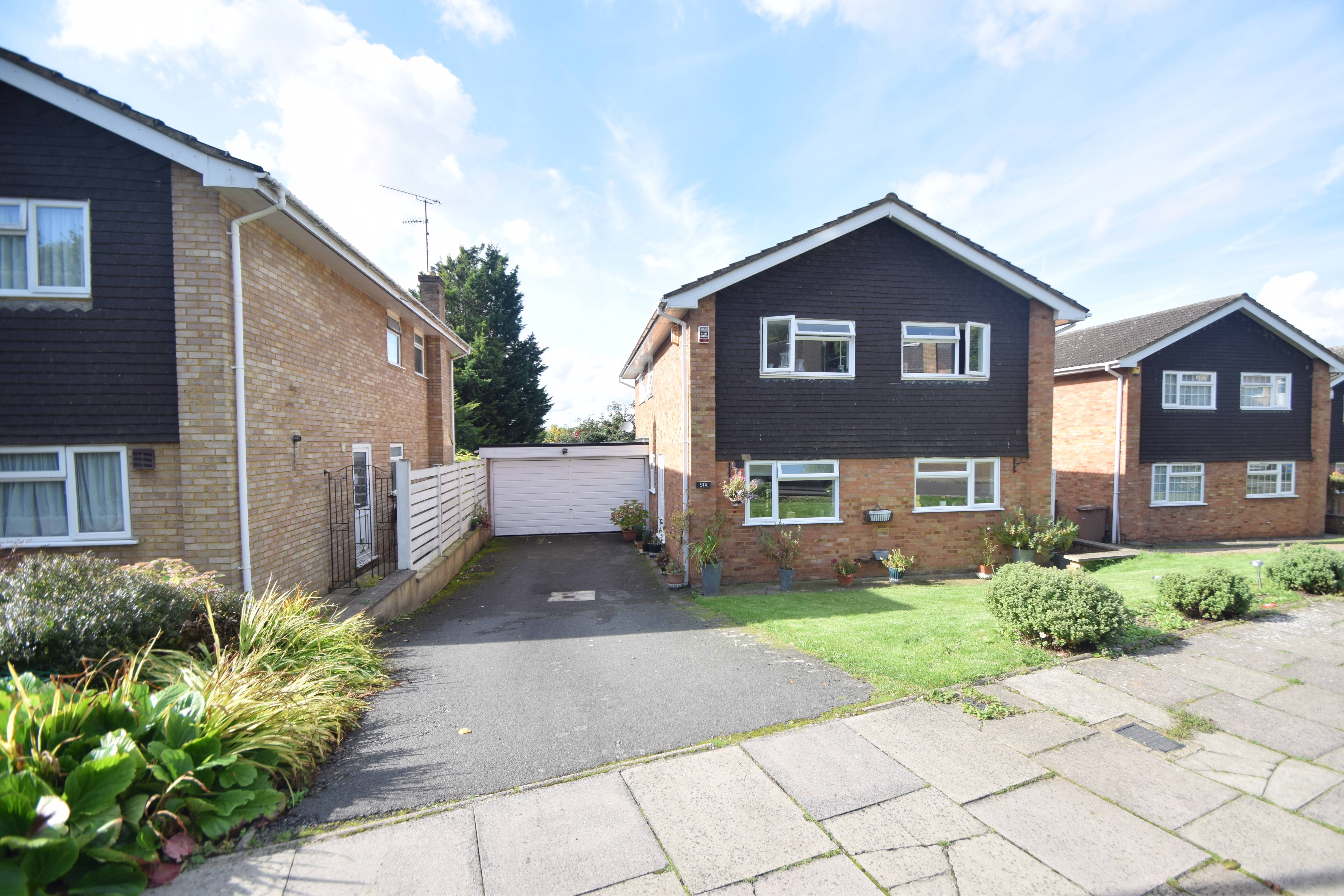 4 bedroom Detached  to buy in Chartwell Drive, Luton