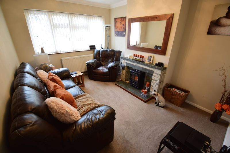 2 bedroom Bungalow to buy in Hathaway Close, Luton - Photo 2