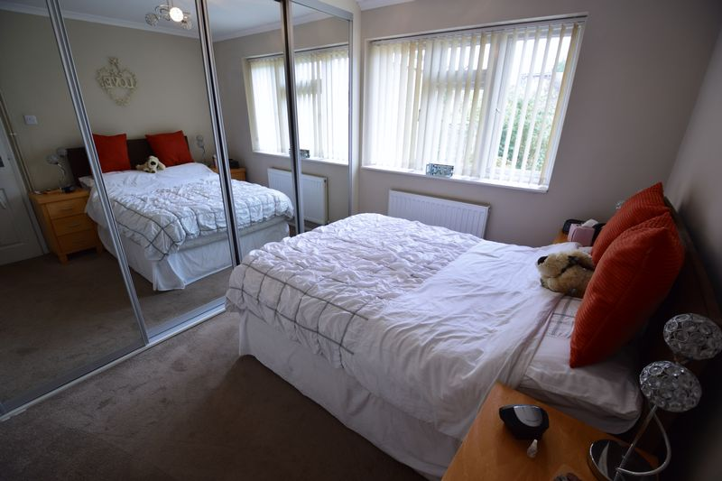 2 bedroom Bungalow to buy in Hathaway Close, Luton - Photo 4