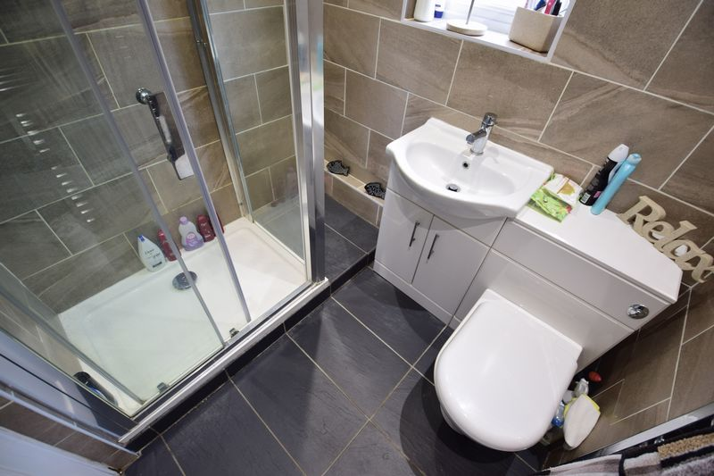 2 bedroom Bungalow to buy in Hathaway Close, Luton - Photo 6
