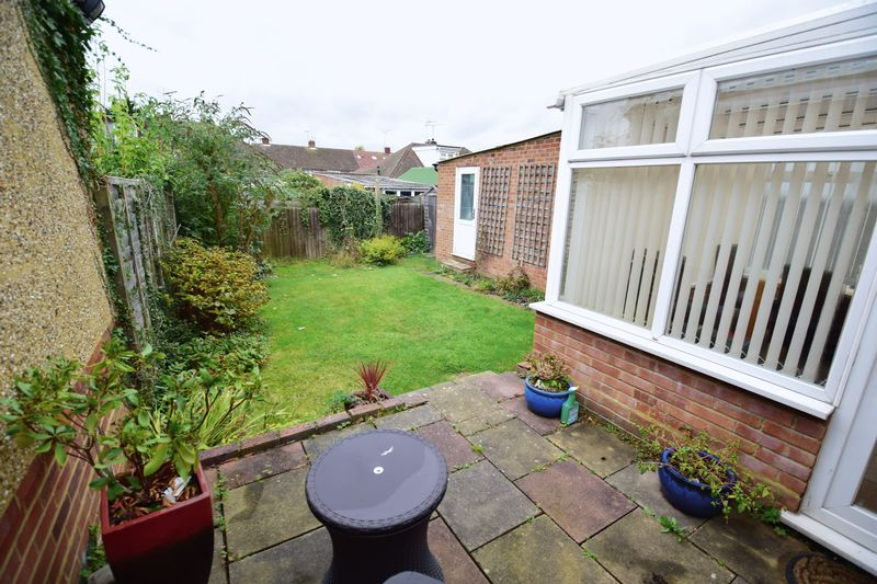 2 bedroom Bungalow to buy in Hathaway Close, Luton - Photo 8
