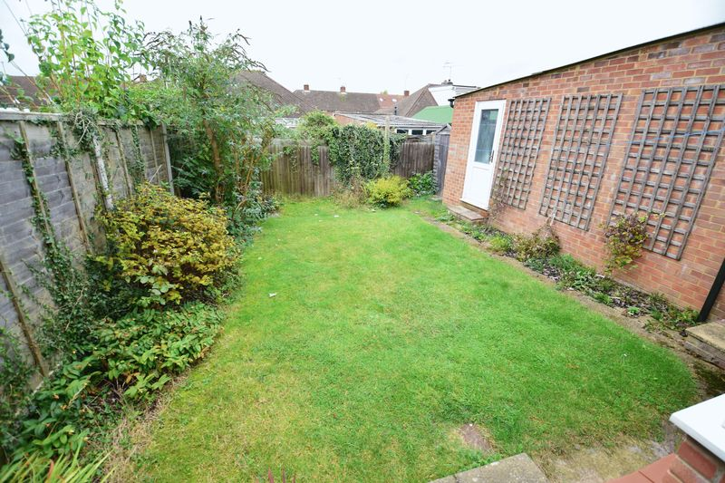 2 bedroom Bungalow to buy in Hathaway Close, Luton - Photo 9