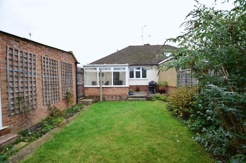 2 bedroom Bungalow to buy in Hathaway Close, Luton - Photo 10