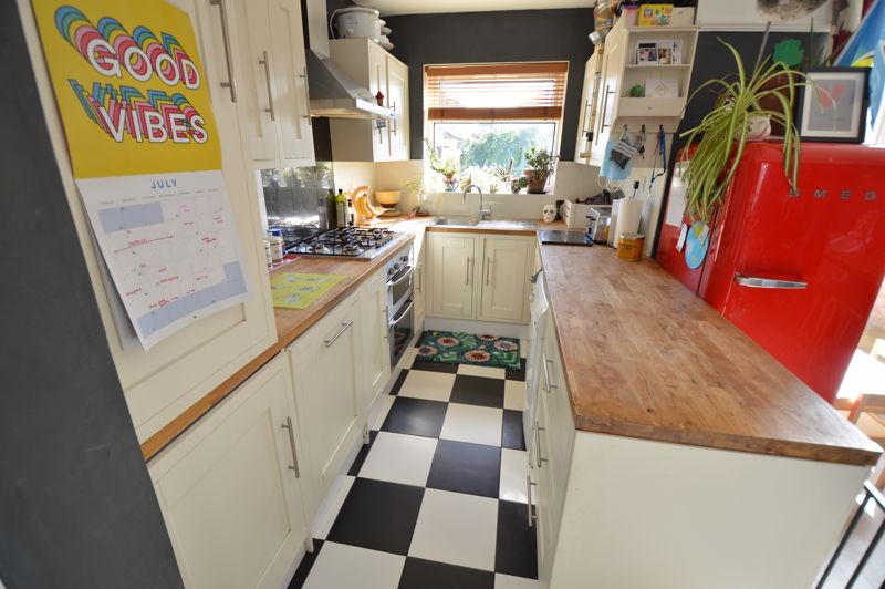 3 bedroom End Terrace to buy in Somerset Avenue, Luton - Photo 5