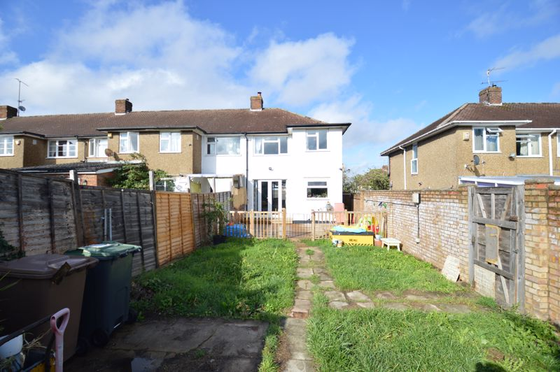 3 bedroom End Terrace to buy in Somerset Avenue, Luton - Photo 11
