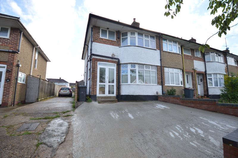 3 bedroom End Terrace to buy in Somerset Avenue, Luton - Photo 1