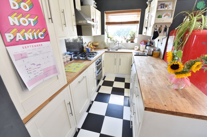 3 bedroom End Terrace to buy in Somerset Avenue, Luton - Photo 15