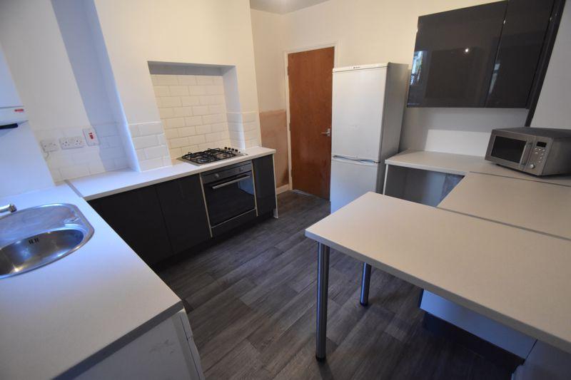 3 bedroom Mid Terrace to rent in Winsdon Road, Luton - Photo 14