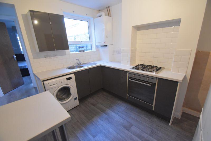 3 bedroom Mid Terrace to rent in Winsdon Road, Luton - Photo 16