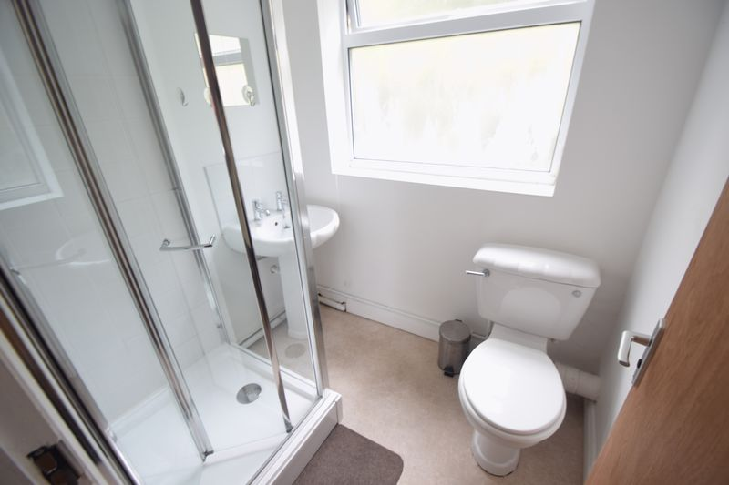 3 bedroom Mid Terrace to rent in Winsdon Road, Luton - Photo 1