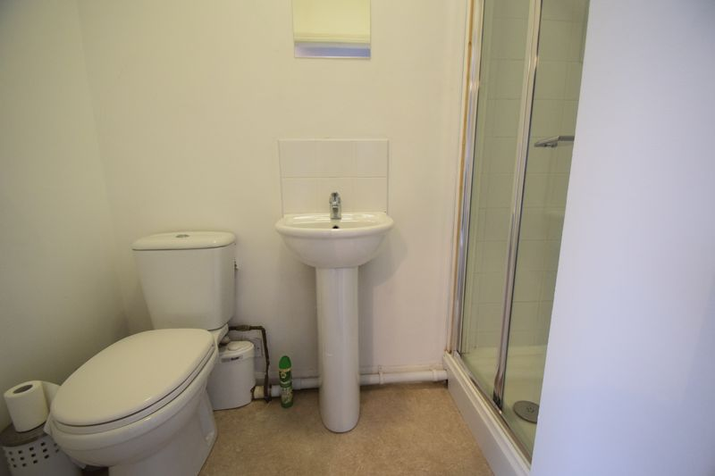 3 bedroom Mid Terrace to rent in Winsdon Road, Luton - Photo 6