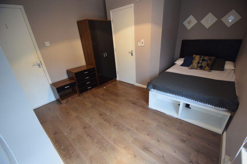 3 bedroom Mid Terrace to rent in Winsdon Road, Luton - Photo 9
