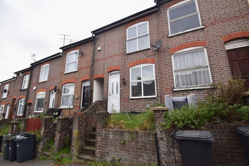 3 bedroom Mid Terrace to rent in Winsdon Road, Luton - Photo 19