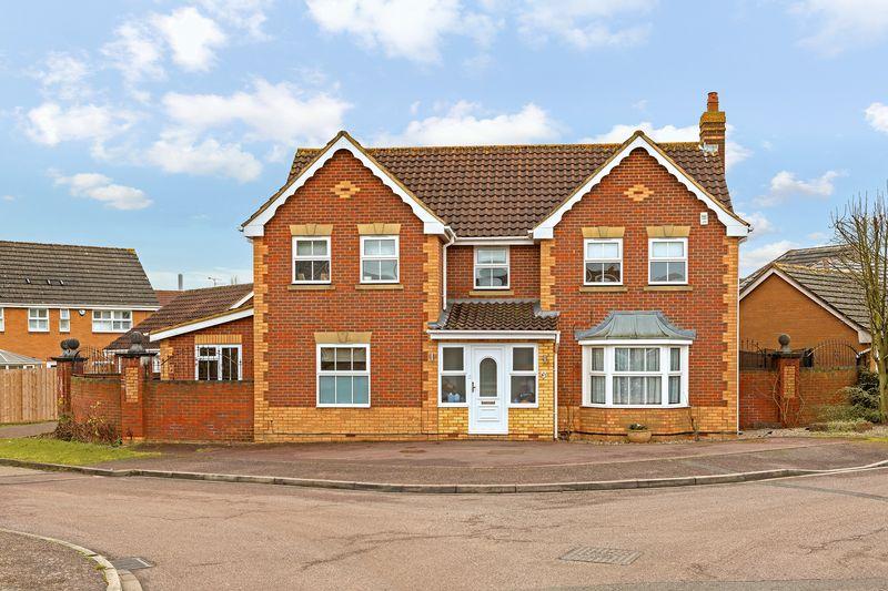 4 bedroom Detached  to buy in Gatehill Gardens, Luton