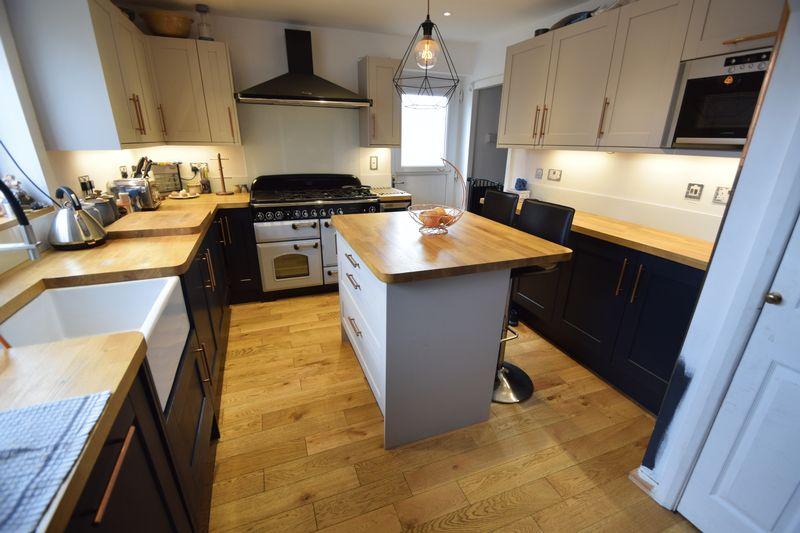 3 bedroom Semi-Detached  to buy in Southwood Road, Dunstable