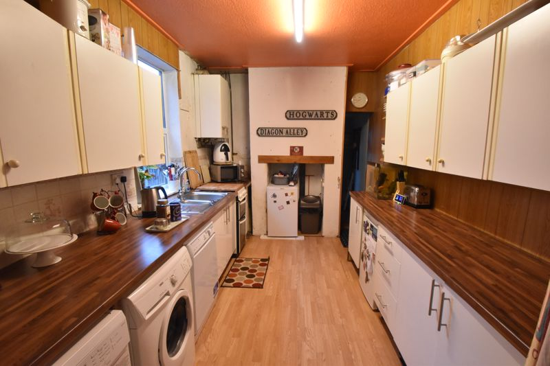 4 bedroom Mid Terrace to buy in Tennyson Road, Luton - Photo 1