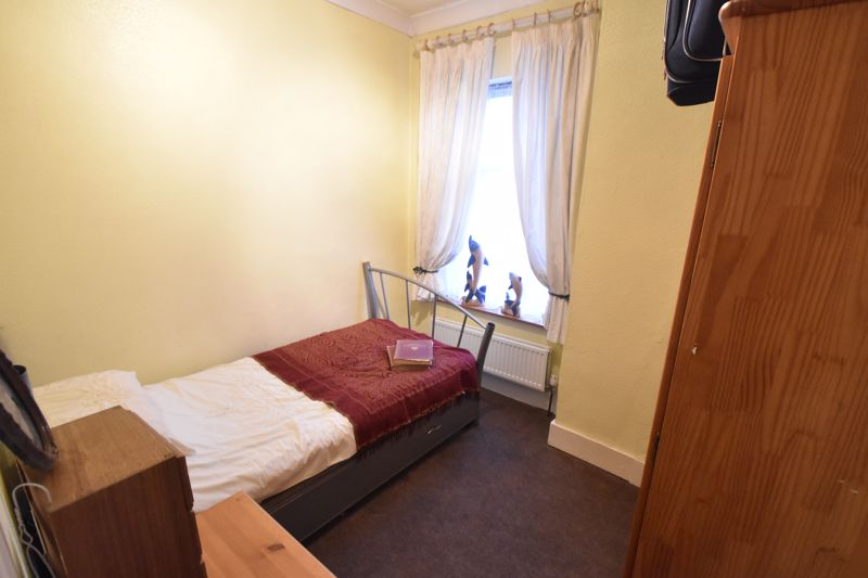 4 bedroom Mid Terrace to buy in Tennyson Road, Luton - Photo 7