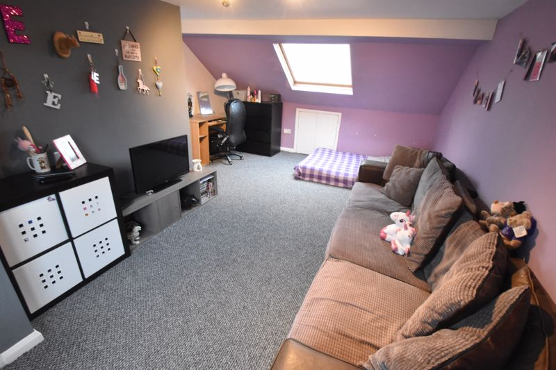 4 bedroom Mid Terrace to buy in Tennyson Road, Luton - Photo 11
