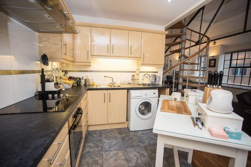 1 bedroom  to buy in John Street, Luton - Photo 8