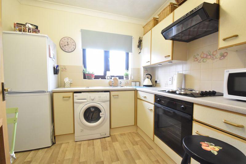 2 bedroom Retirement to buy in Collingdon Street, Luton - Photo 9
