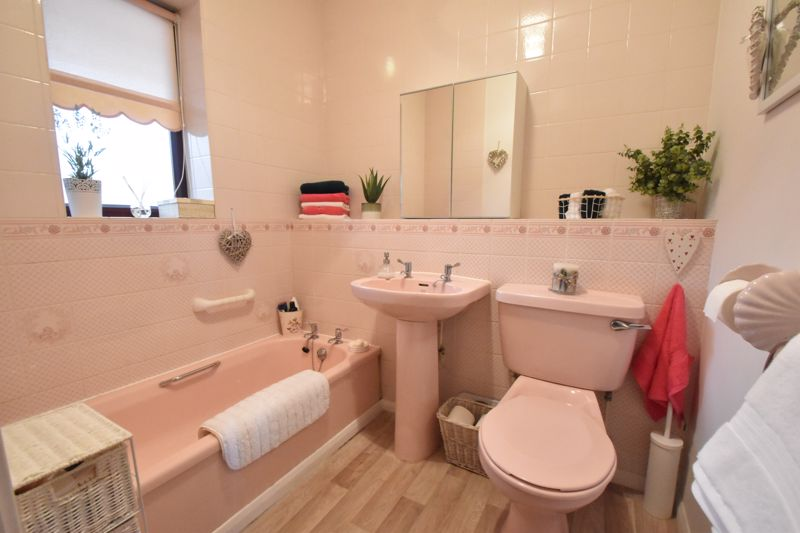 2 bedroom Retirement to buy in Collingdon Street, Luton - Photo 14