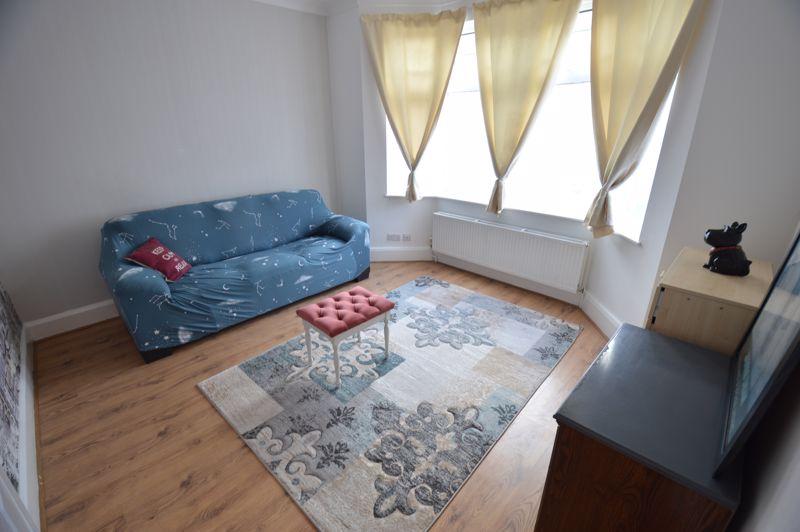 3 bedroom End Terrace to buy in Kingston Road, Luton - Photo 2