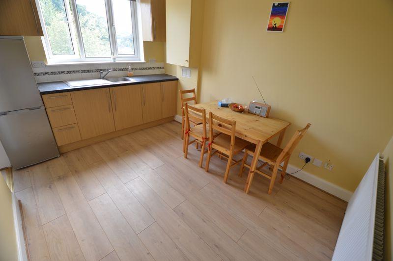 3 bedroom End Terrace to buy in Kingston Road, Luton - Photo 3