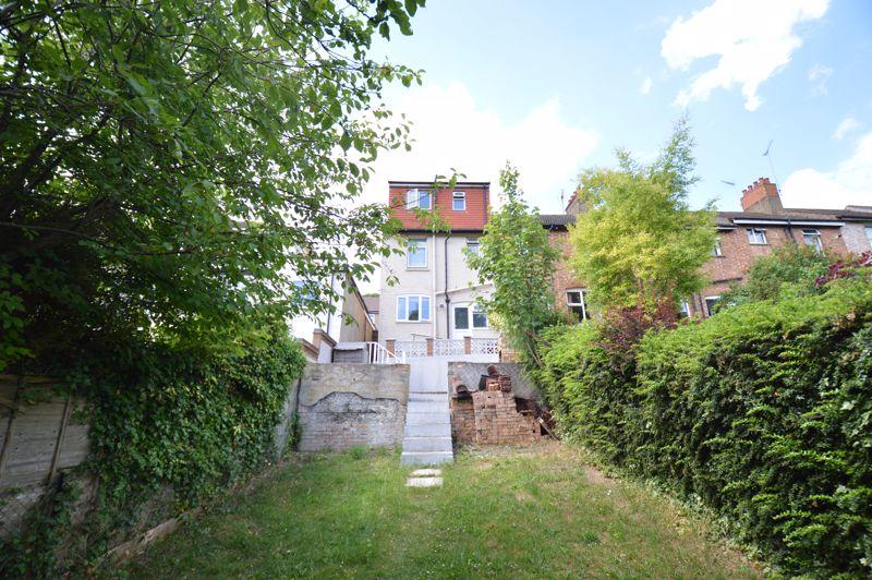 3 bedroom End Terrace to buy in Kingston Road, Luton - Photo 8