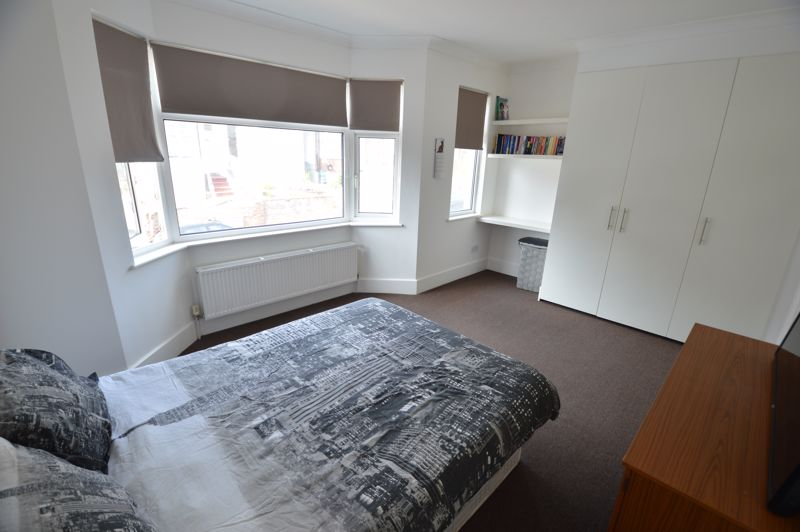 3 bedroom End Terrace to buy in Kingston Road, Luton - Photo 10