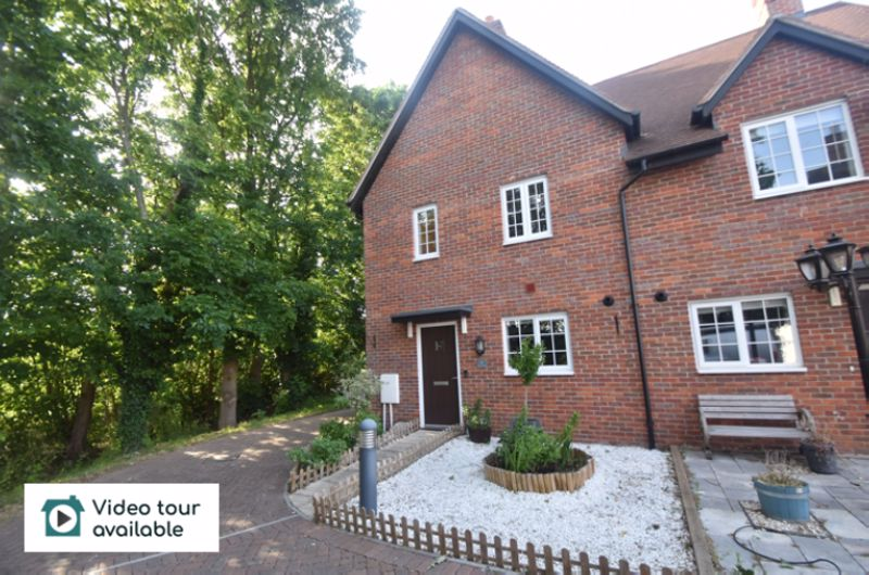 3 bedroom Semi-Detached  to rent in Forest Path, Bedford