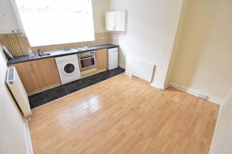 1 bedroom Maisonette to buy in Old Bedford Road, Luton - Photo 3