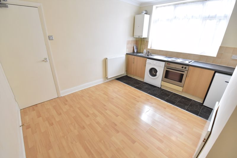 1 bedroom Maisonette to buy in Old Bedford Road, Luton - Photo 4