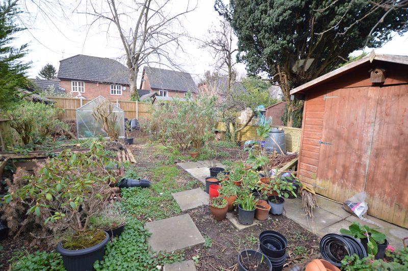 4 bedroom Semi-Detached  to buy in Wardown Crescent, Luton - Photo 3