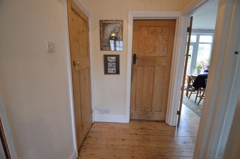 4 bedroom Semi-Detached  to buy in Wardown Crescent, Luton - Photo 5