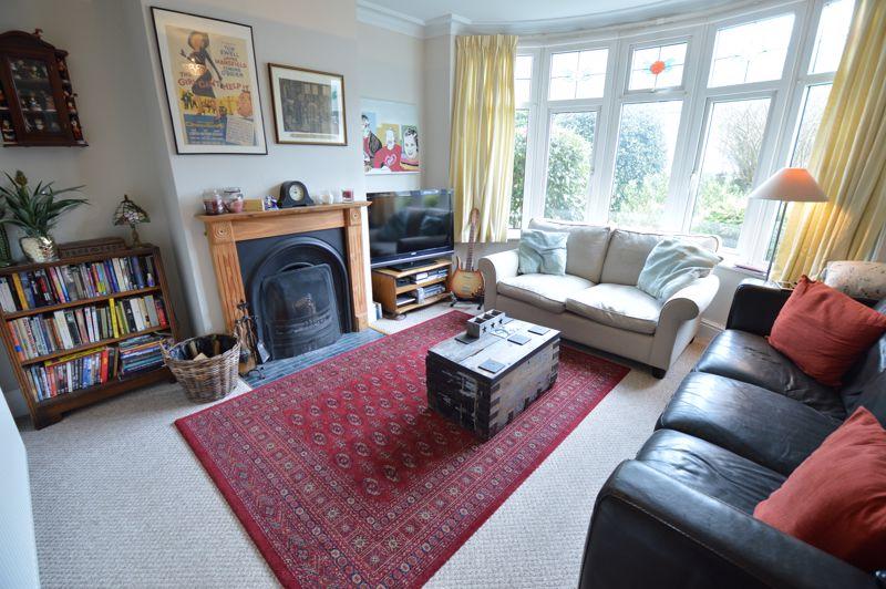 4 bedroom Semi-Detached  to buy in Wardown Crescent, Luton - Photo 6
