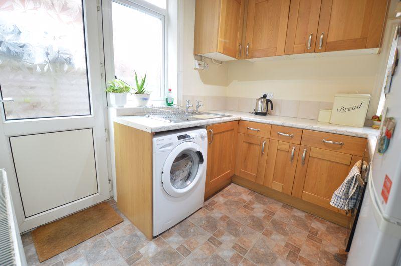 4 bedroom Semi-Detached  to buy in Wardown Crescent, Luton - Photo 8