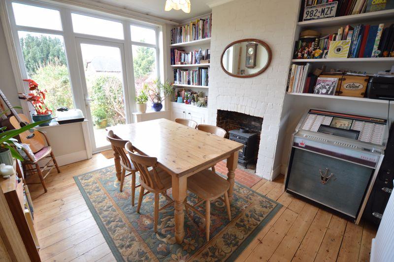 4 bedroom Semi-Detached  to buy in Wardown Crescent, Luton - Photo 9