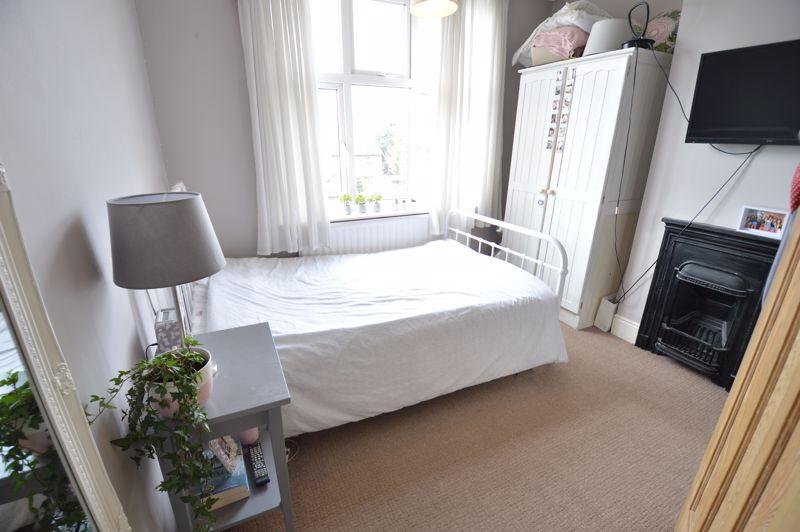 4 bedroom Semi-Detached  to buy in Wardown Crescent, Luton - Photo 12